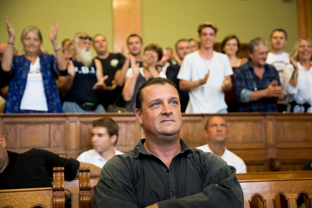 Convicted terrorist György Budaházy receives a standing ovation in the Budapest Capital Regional Court on Tuesday from Jobbik supporters, right before his sentencing. Photo: Balázs Mohai/MTI